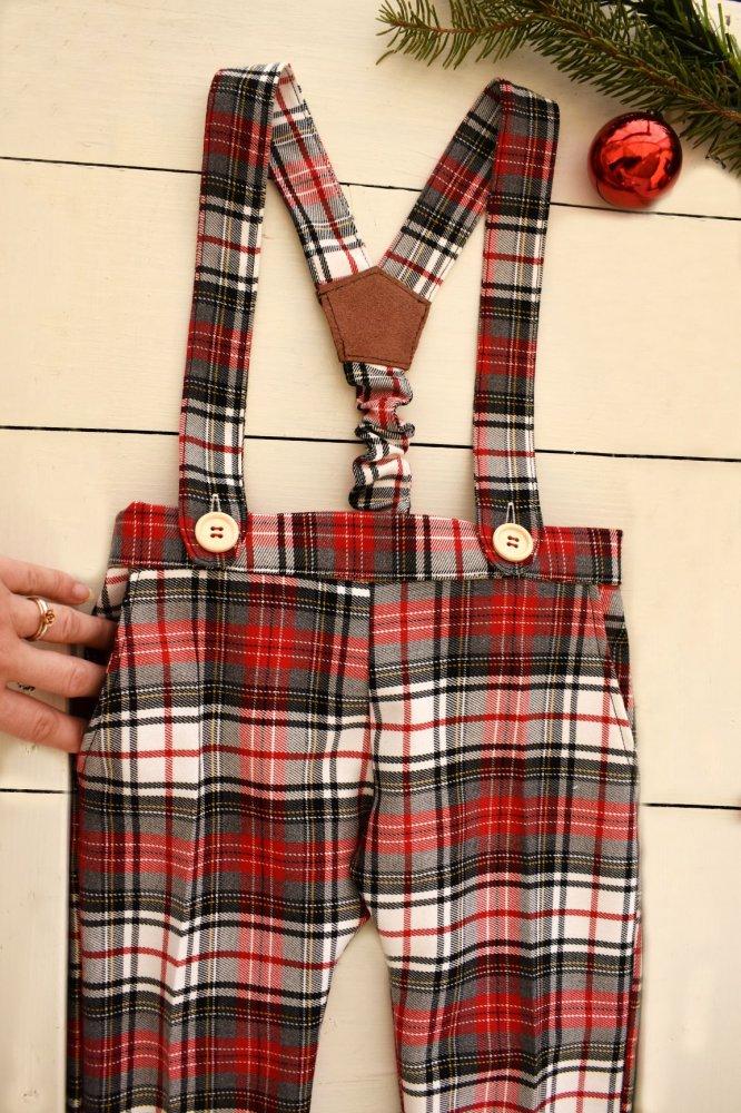 Pantaloni con bretelle scozzesi