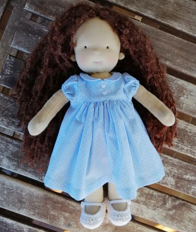 Bambola waldorf con i vestiti