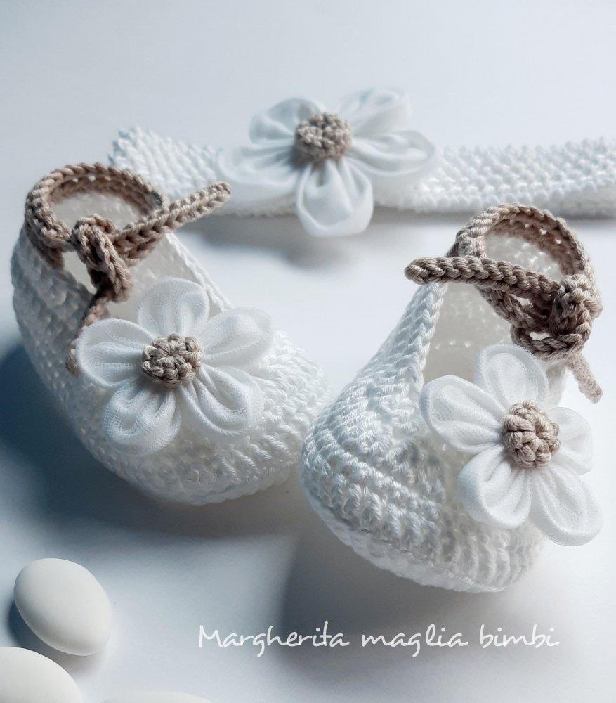 Fascetta e scarpine bambina - cotone bianco/ecru - fiore lino/tulle - fatte a mano - Battesimo
