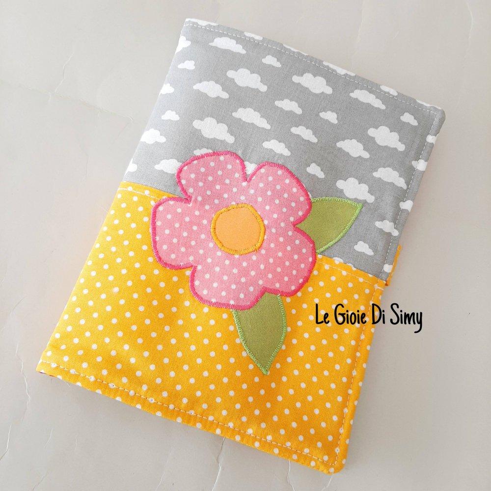 Astuccio porta pennarelli e quadernino con un fiore