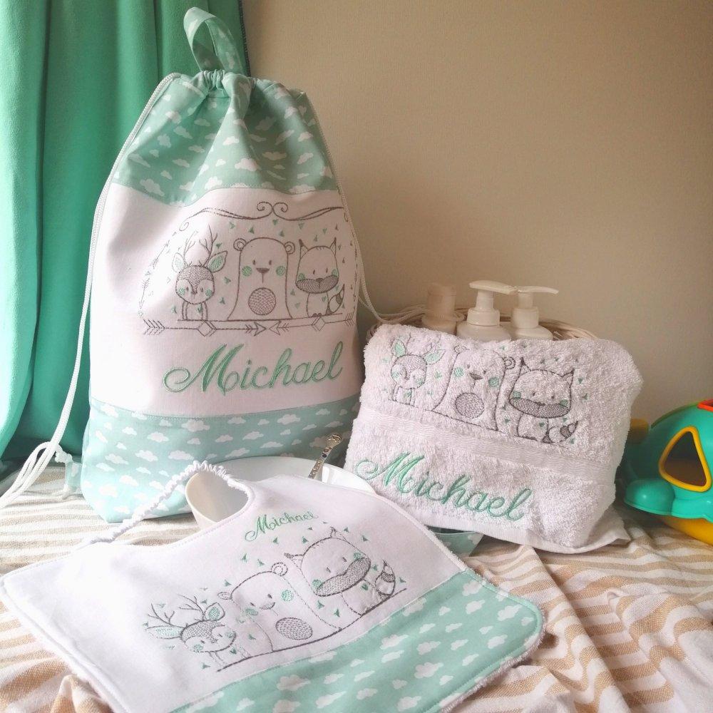 Set per l'asilo ( uno zainetto, un bavaglino e un asciugamano)