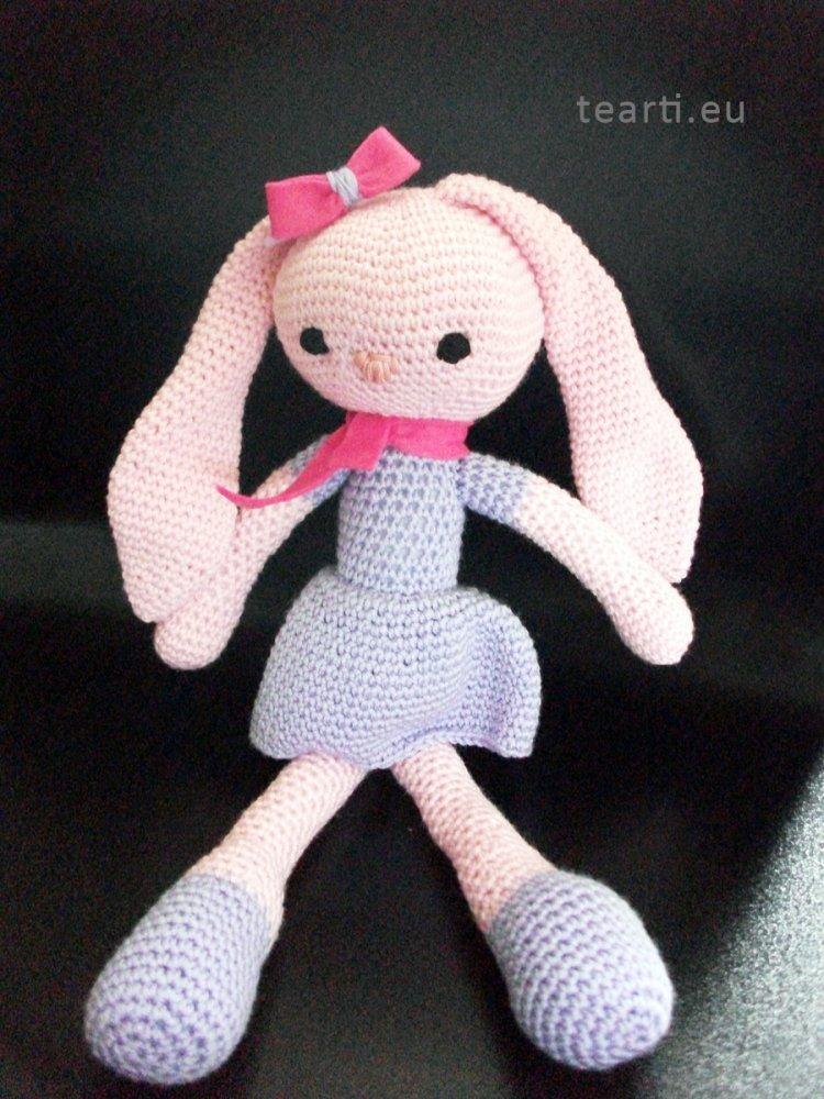 Tea la coniglietta amigurumi. Bambola da regalare.