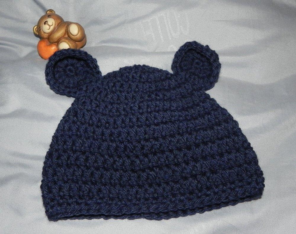 Cappellino blu realizzato ad uncinetto lana neonato