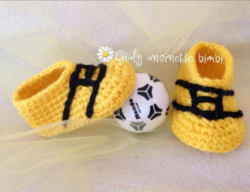 Scarpine da calcio per neonato realizzati in lana con uncinetto  portafortuna nascita scarpette