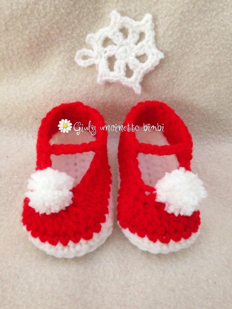 Scarpine a ballerina per neonata realizzate in lana con uncinetto scarpette
