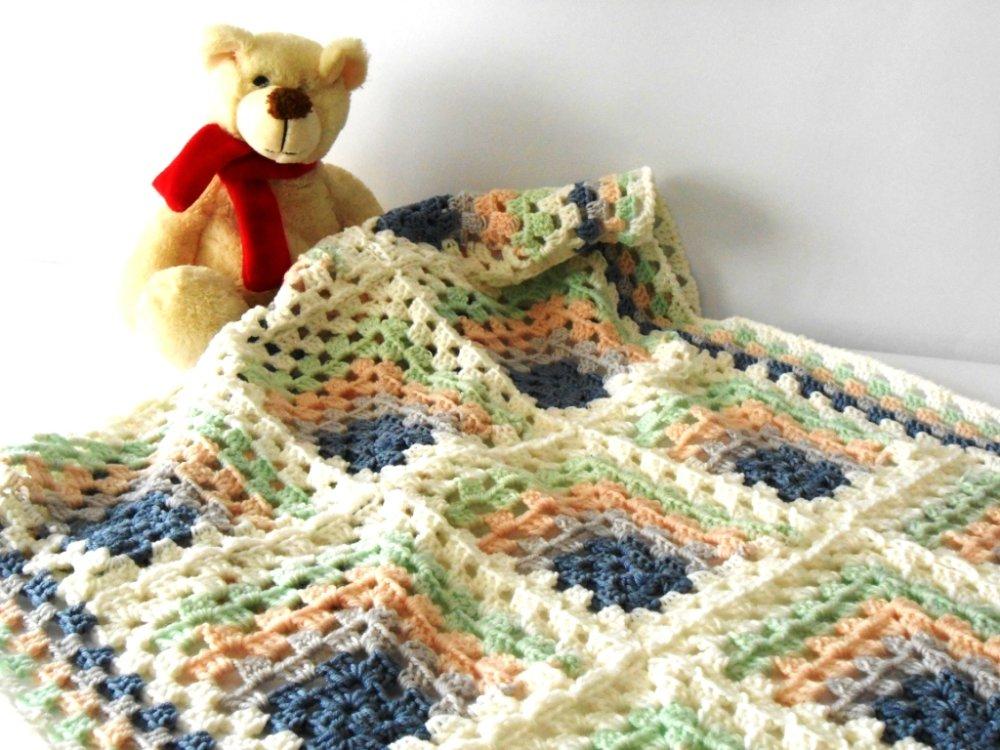 copertina culla in lana merino, fatta a mano a uncinetto