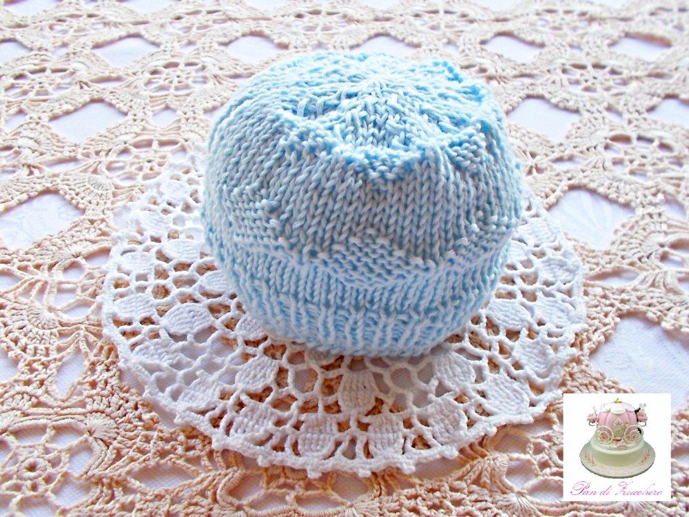 Baby berretto per neonato in puro cotone lavorato ai ferri con rifiniture fatte ad uncinetto