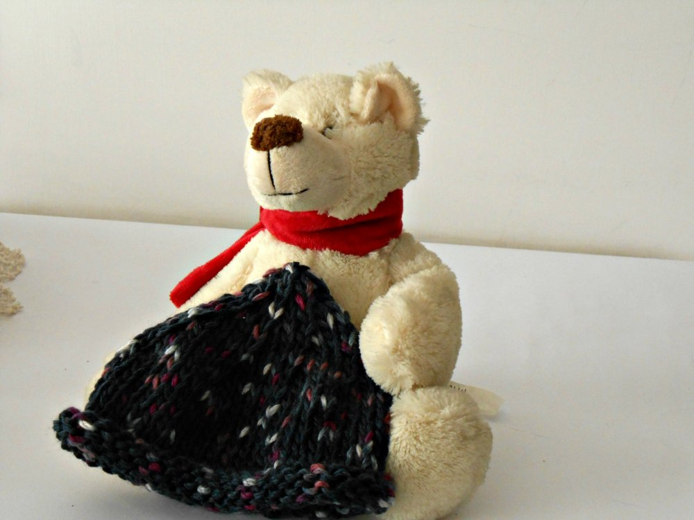 Cappellino baby lavorato ai ferri,  in filato tweed melange