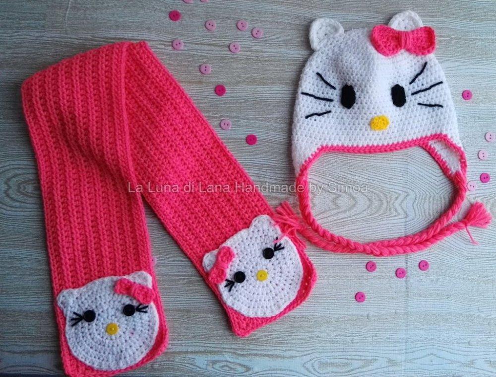 cappellino a uncinetto e sciarpa da bambina ispirato a Hello Kitty Coordinato