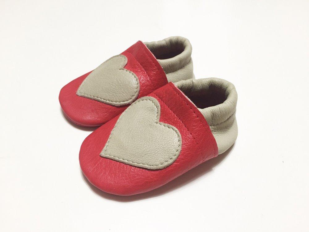 MOCASSINI IN VERA PELLE con cuore per neonato e neonata