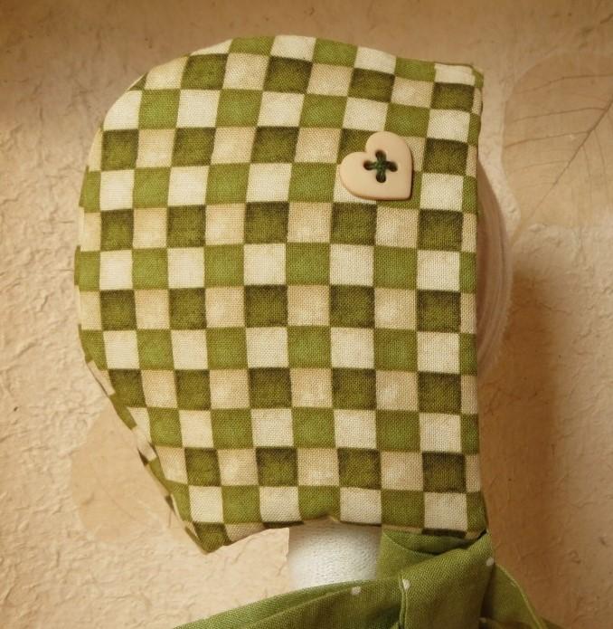 Cuffietta bebè  a scacchi pistacchio e vaniglia
