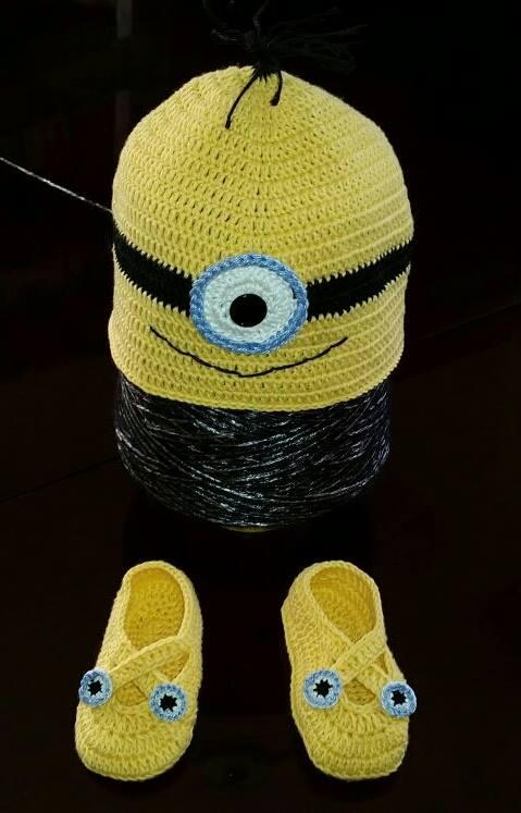 Cappello e scarpine modello Minion