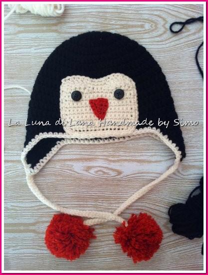 Cappellino uncinetto per bimbo o bimba a forma di pinguino