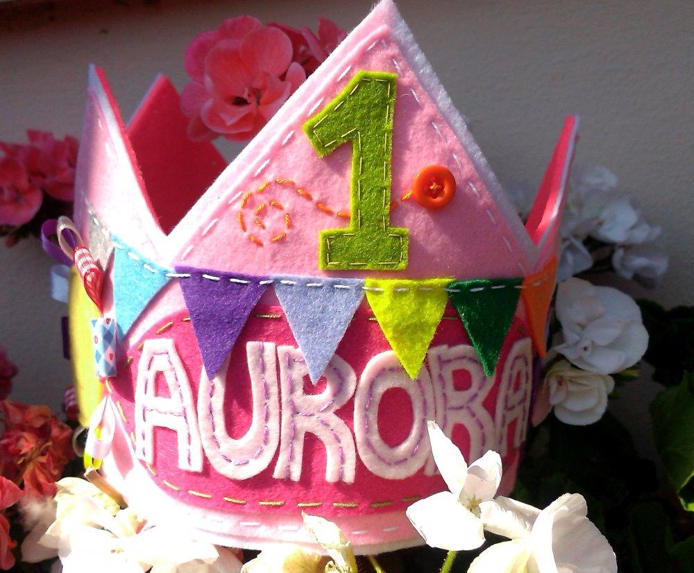 Corona di compleanno in feltro