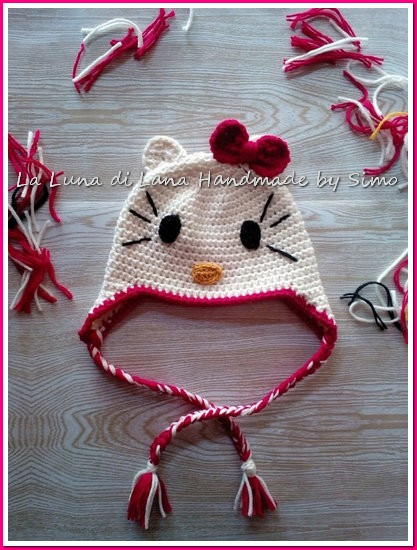 Cappellino bambina Hello Kitty all'uncinetto