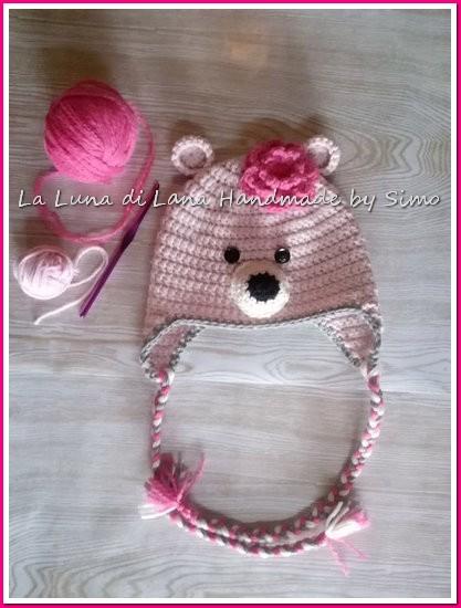 Cappellino da bambina a uncinetto, a forma di orsetto rosa