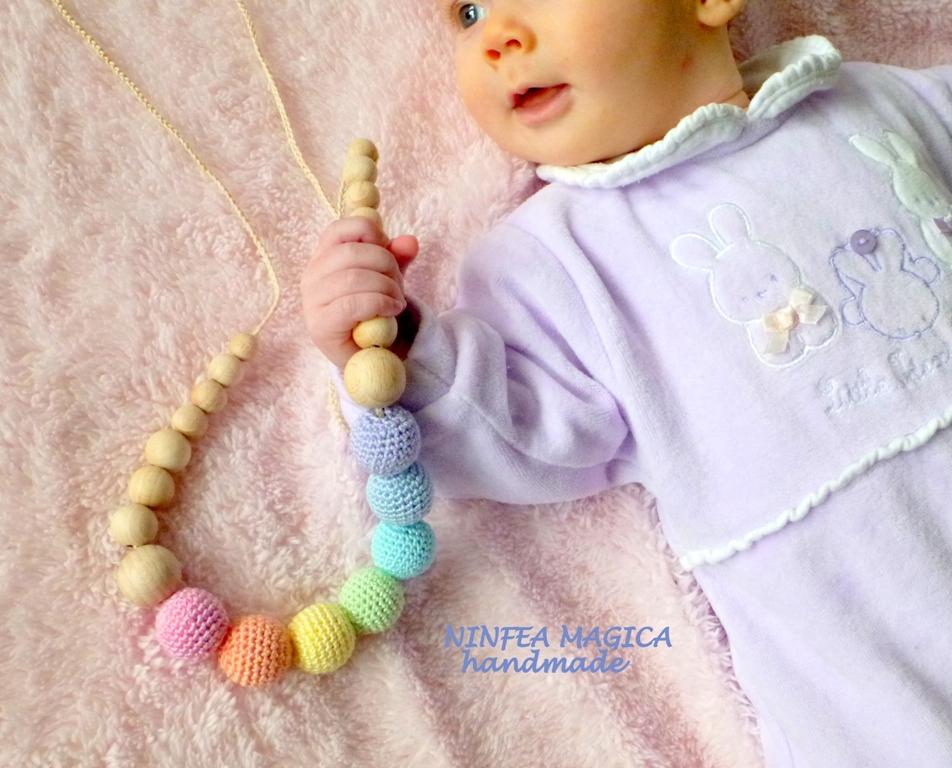 Collana da allattamento e babywearing l'arcobaleno