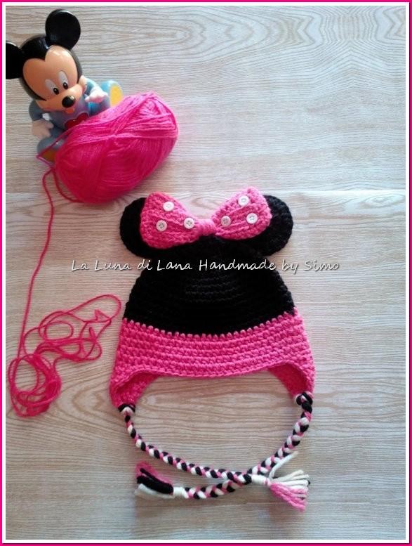 Cappellino per bambina ispirato a Minnie, realizzato ad uncinetto