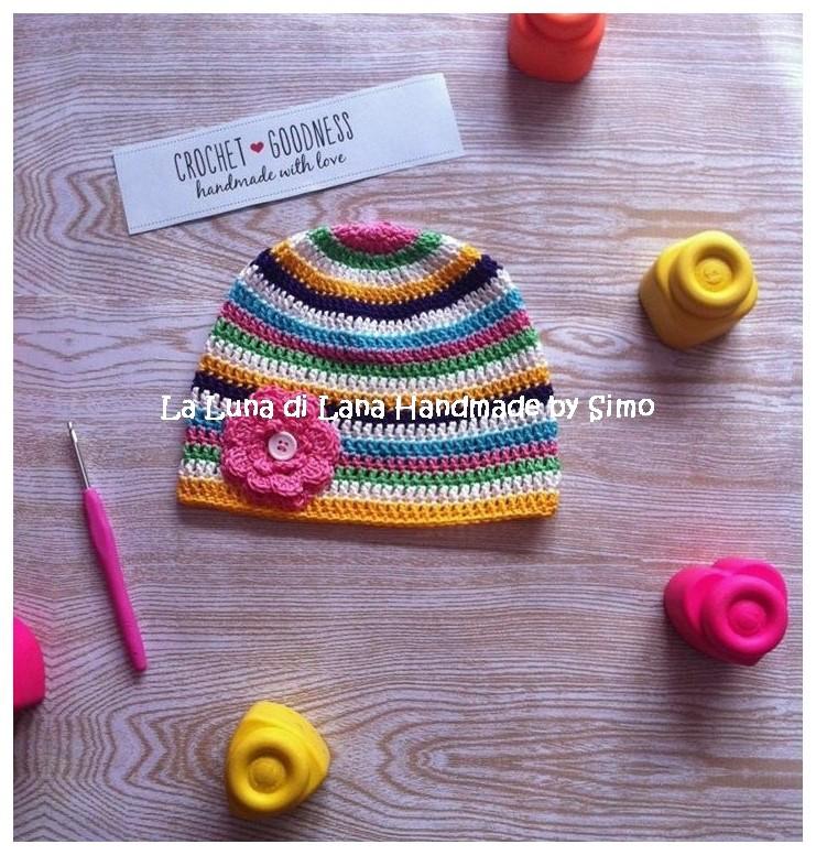 Cappellino da bambina a uncinetto, modello a righe,  perfetto per la mezza stagione