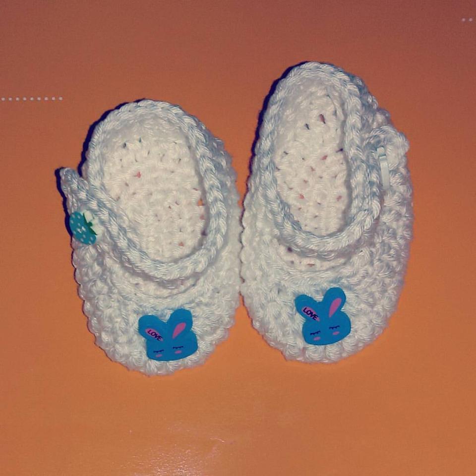 Scarpine realizzate ad uncinetto per neonato  cotone bianco