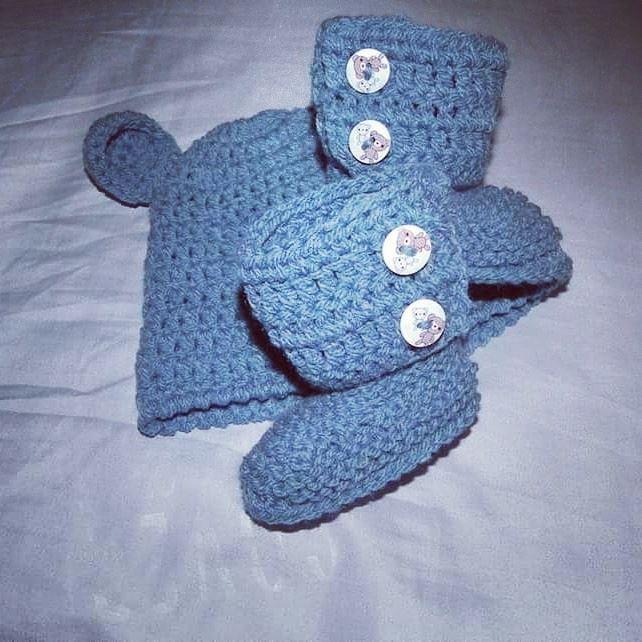Cappellino e scarpette bebè stivaletti UGG  blu
