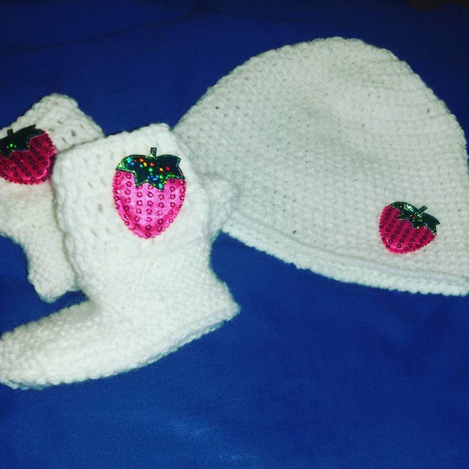 Cappellino e scarpette bebè  NEONATO