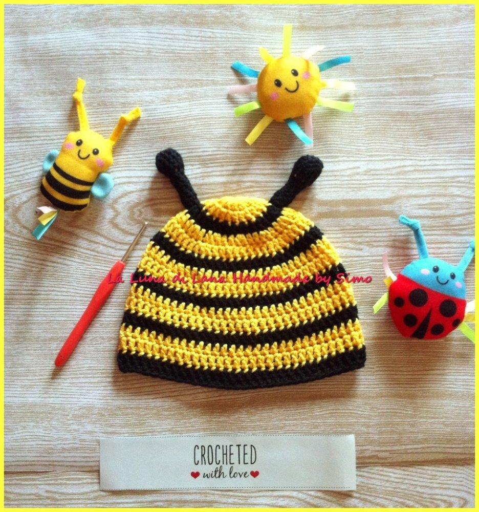 Cappellino a uncinetto a forma di ape per neonato