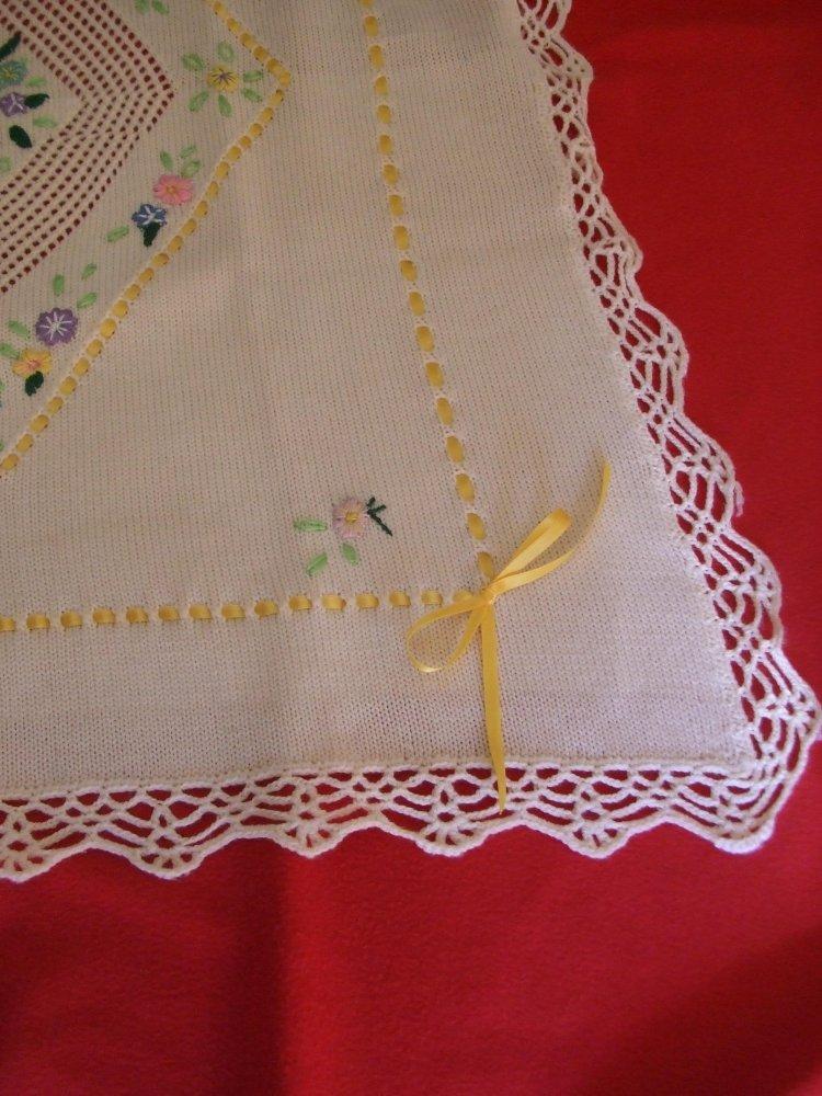 copertina culla maglia lana ricamata bianca