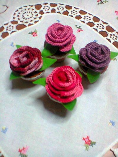 Piantina di rosa amigurumi