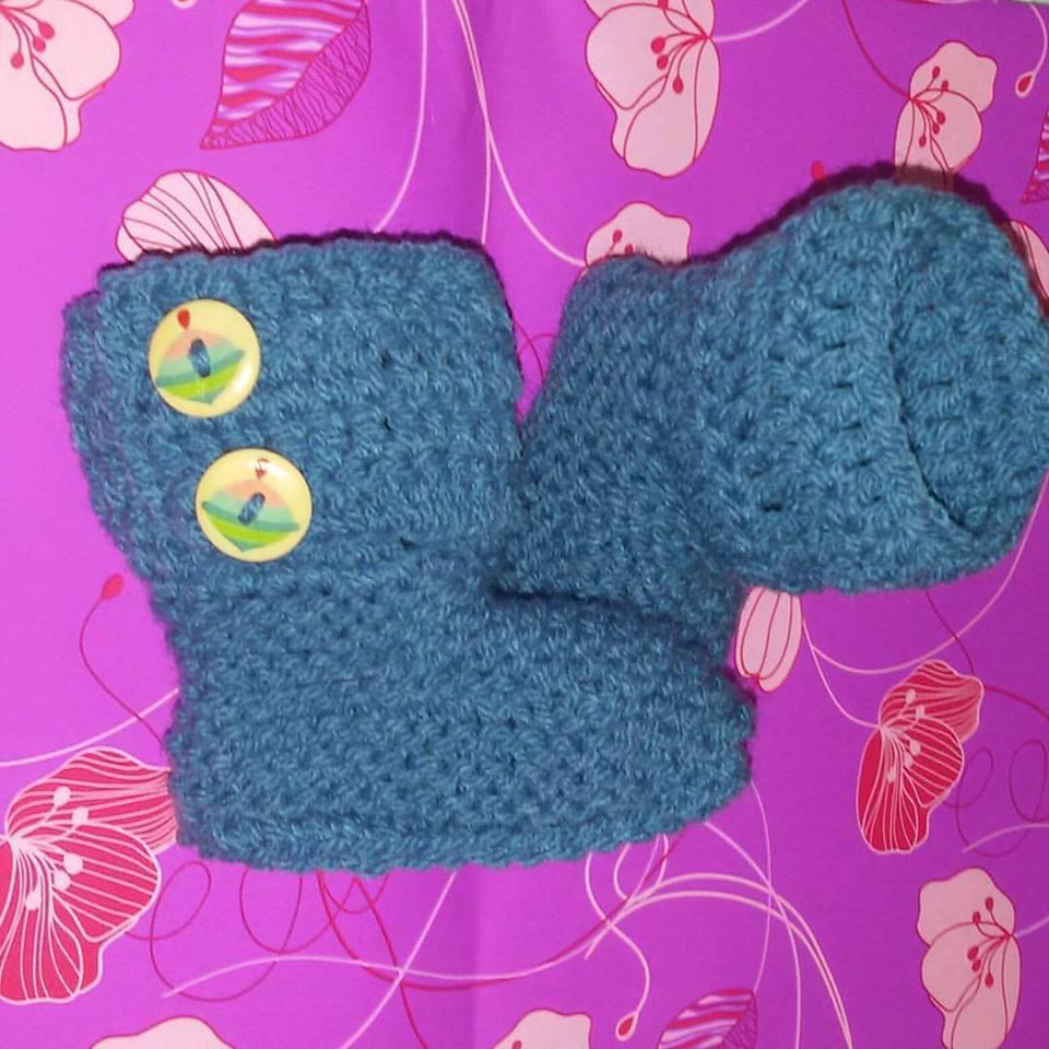 Stivaletti tipo  Ugg realizzazione a maglia neonato