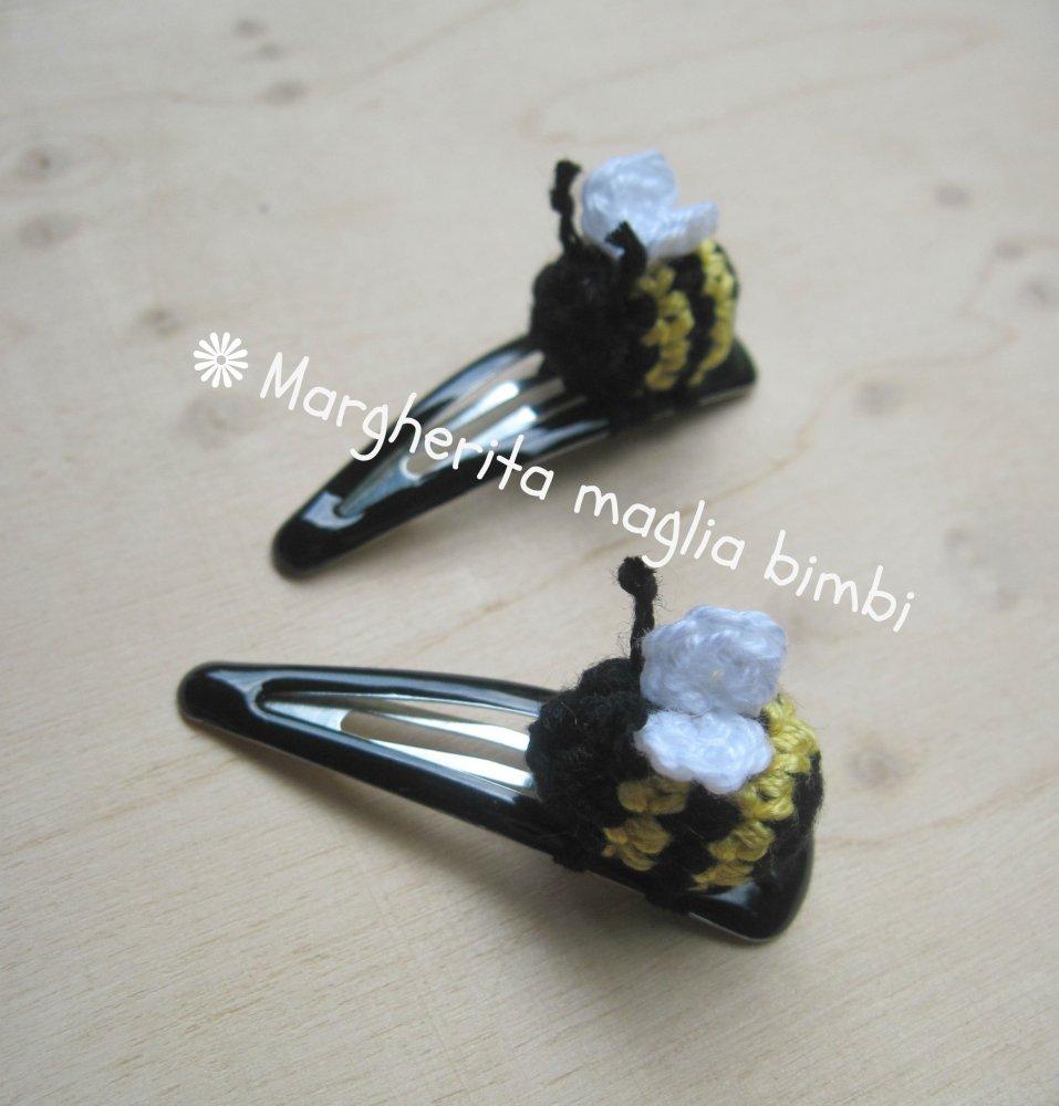 Fermaglio capelli bimba - clip capelli  con piccola ape fatta a mano all'uncinetto