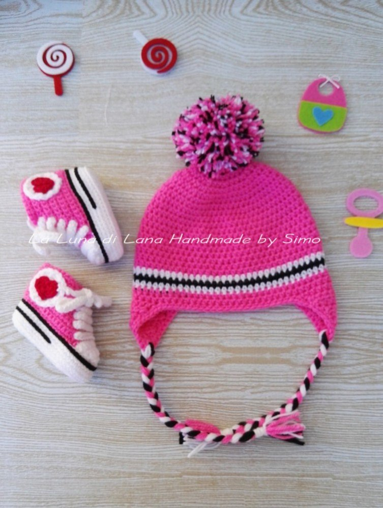 Cappellino E Scarpine Per Neonata In Stile Converse Fatto A Uncinetto