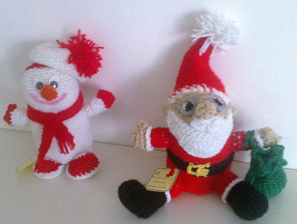Babbo Natale  e Pupazzo di neve lavorati ad uncinetto con la tecnica amigurumi