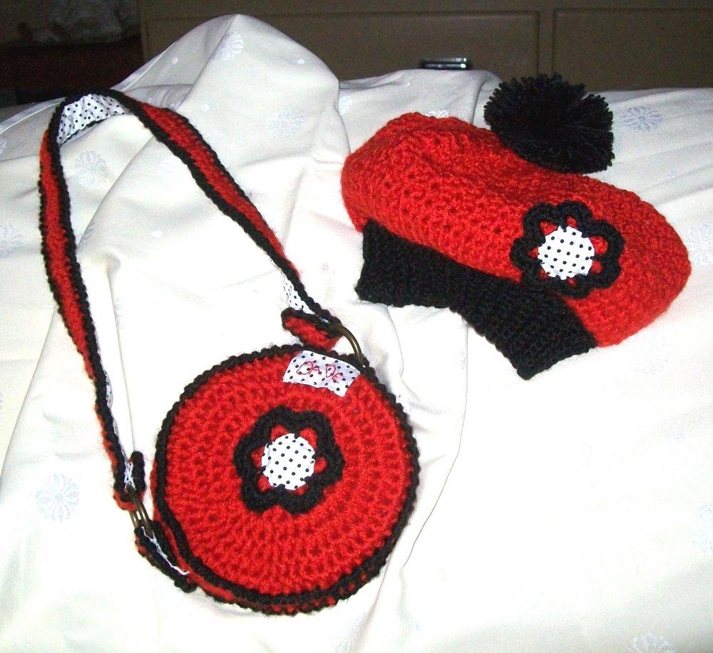 cappellino e borsetta