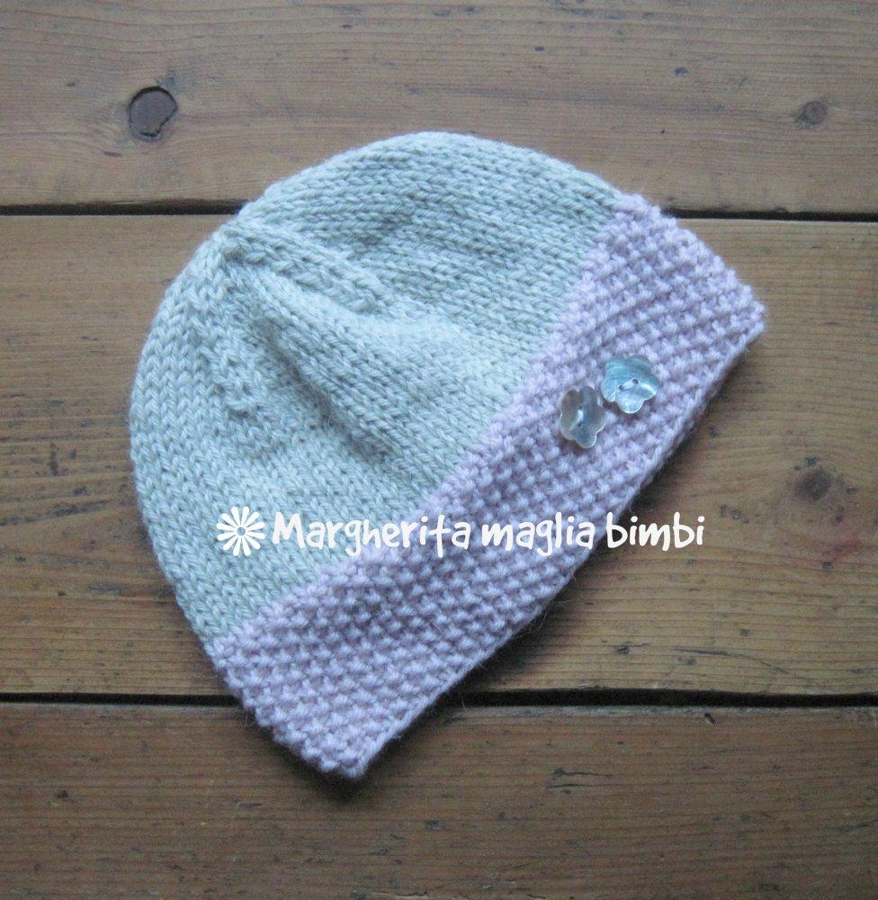 Cappello - cuffia - berretto bambina grigio e rosa con fiori in madreperla fatto a mano