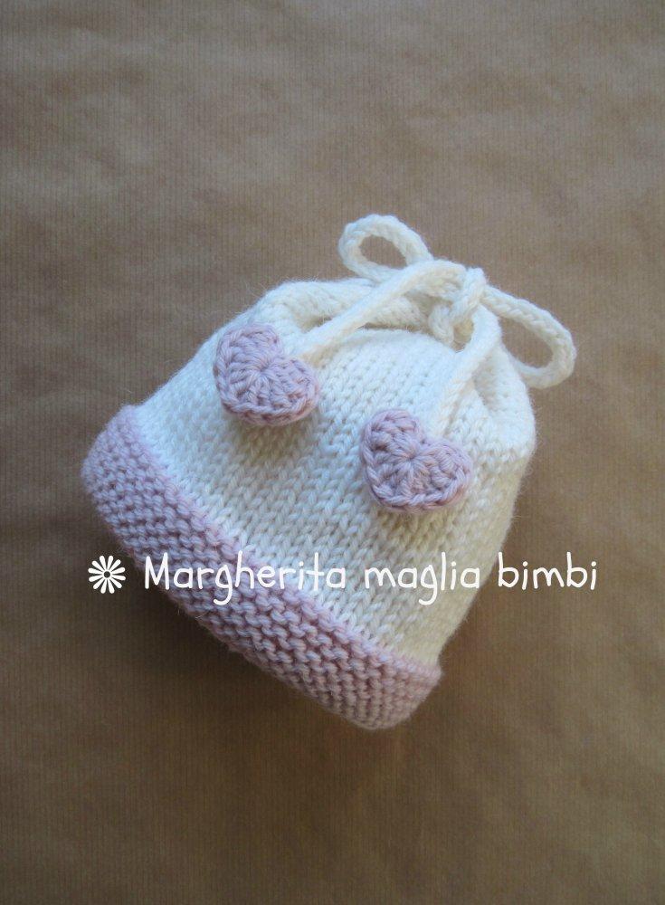 Cuffia, berretto, cappellino neonata in pura lana e alpaca con fiocco e cuoricini