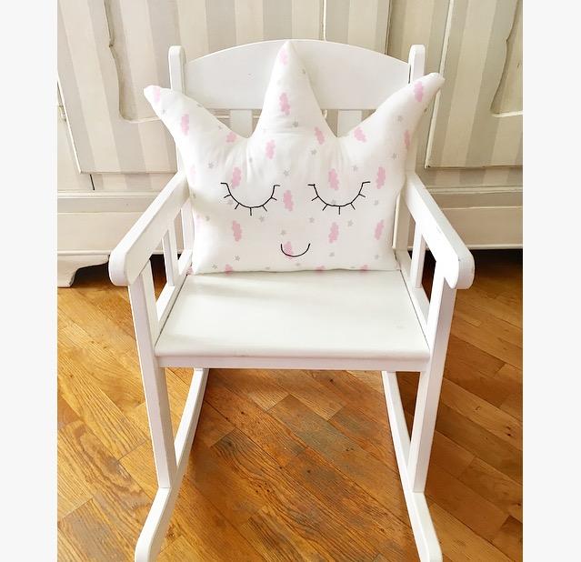 Cuscino decorativo bianco e rosa a forma di corona per piccole principesse, decorazione camera bambina