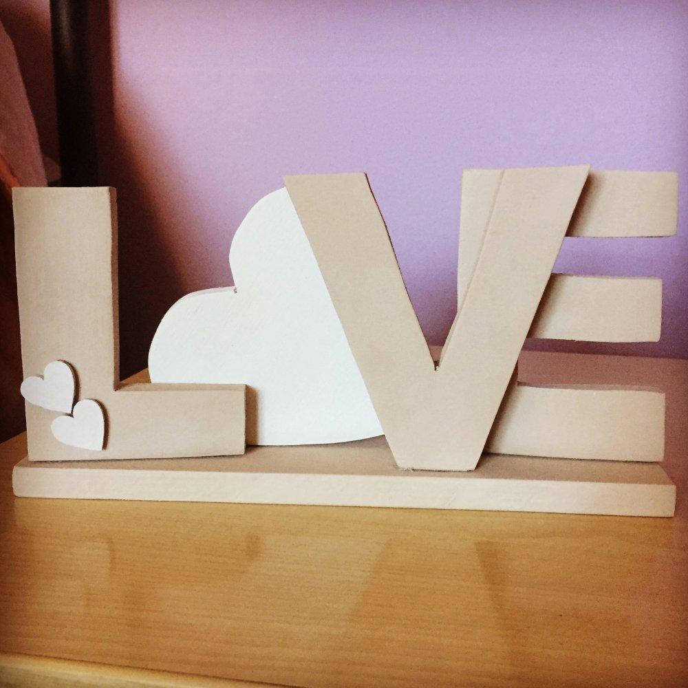 Love scritta in legno