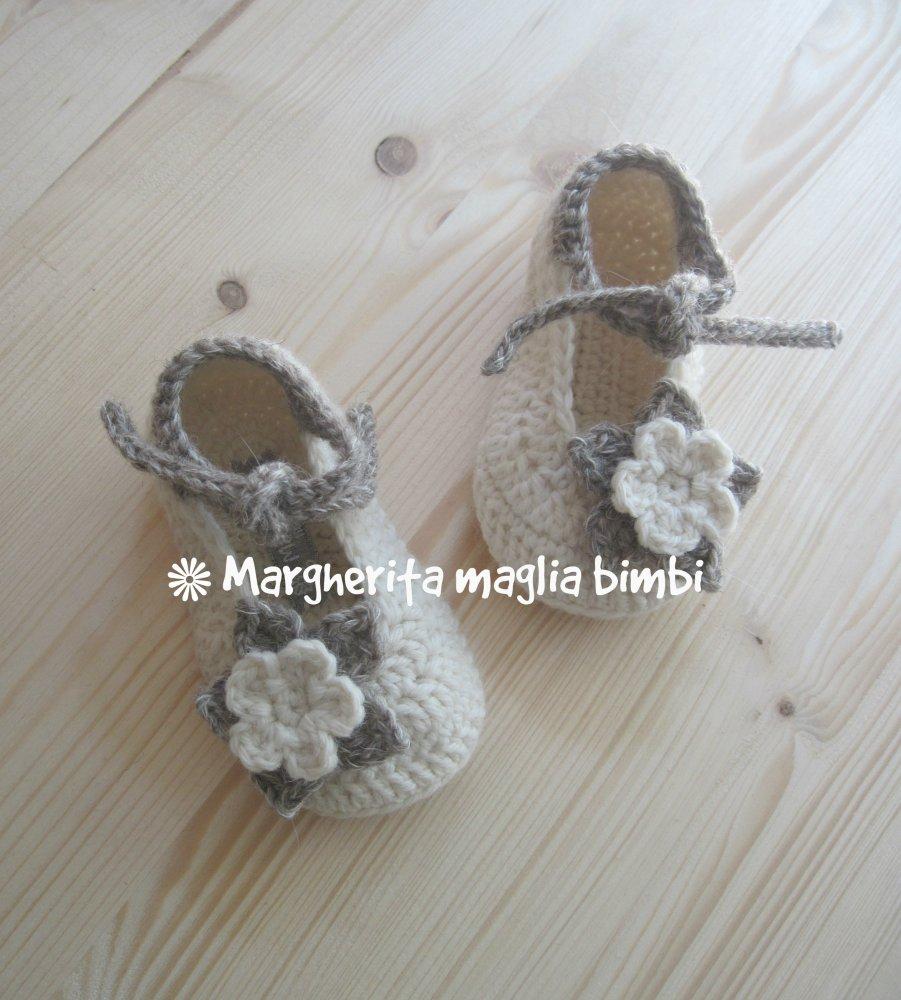 Scarpine bimba lana/alpaca con fiore e laccetto fatte a mano - uncinetto