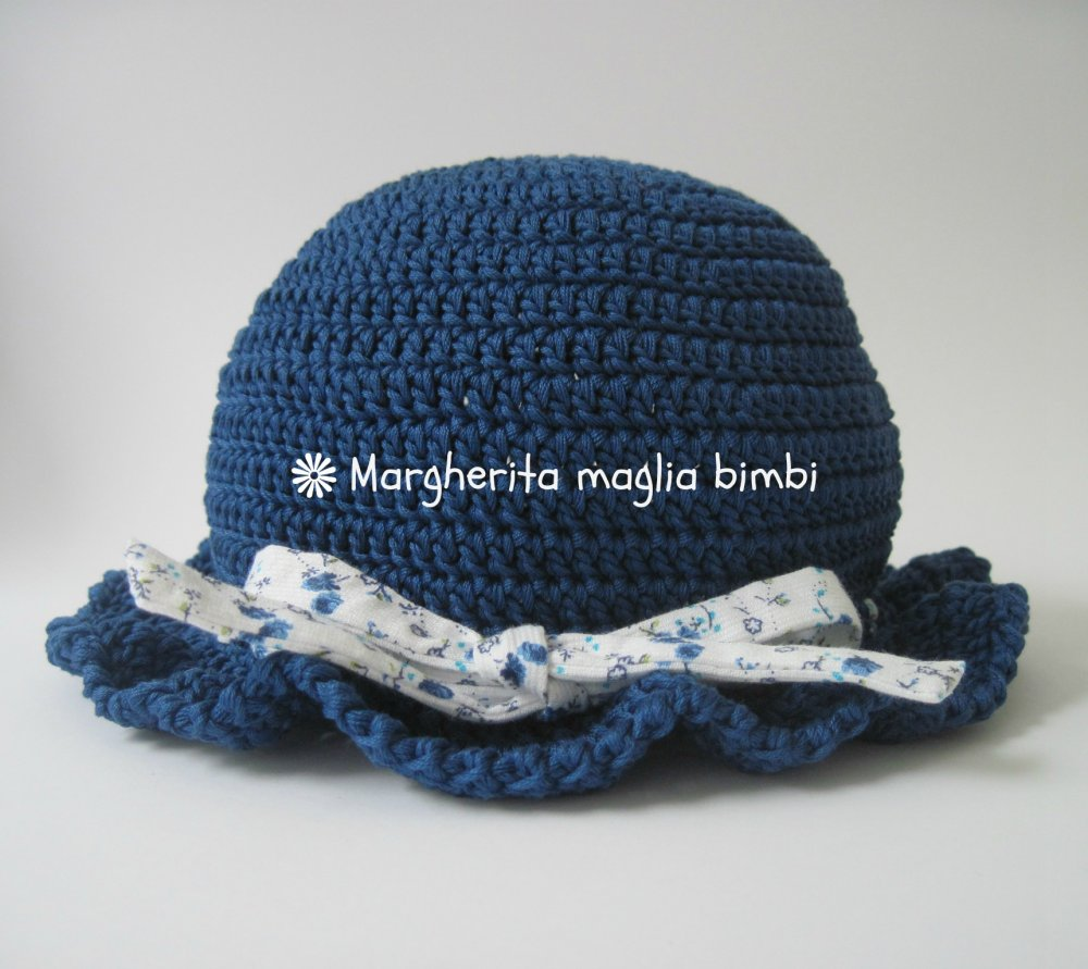 Cappellino Bimba Cappello Blu Con Balza E Nastro In Piquet Bianco