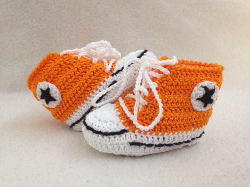 Scarpine scarpette stile * Converse all star * per neonato, realizzate in cotone con uncinetto portafortuna fortuna