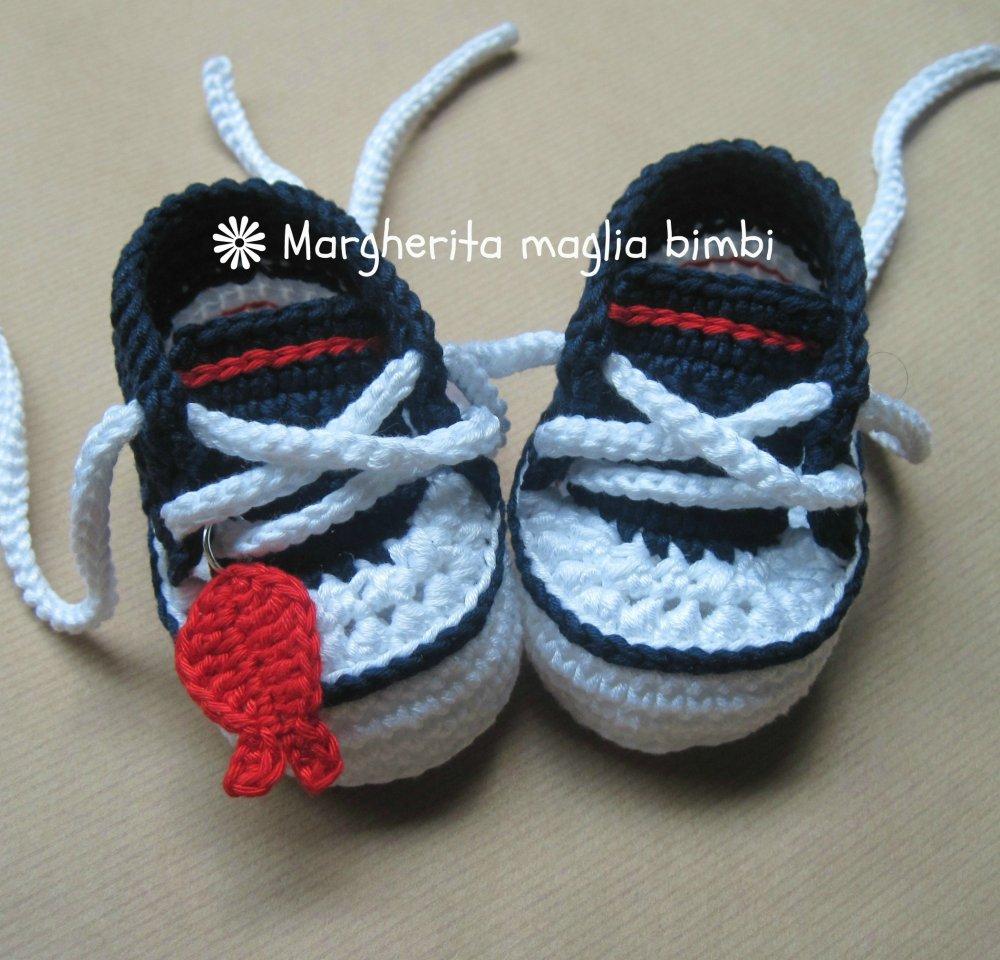 Scarpine/sneakers navy pesciolino fatte a mano all'uncinetto in puro cotone