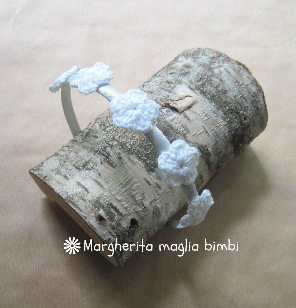 Cerchiello bianco con fiori  - accessorio bambina - uncinetto - Battesimo - Comunione - fatto a mano