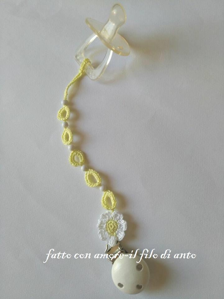 Catenella porta ciuccio in cotone con perline e fiore