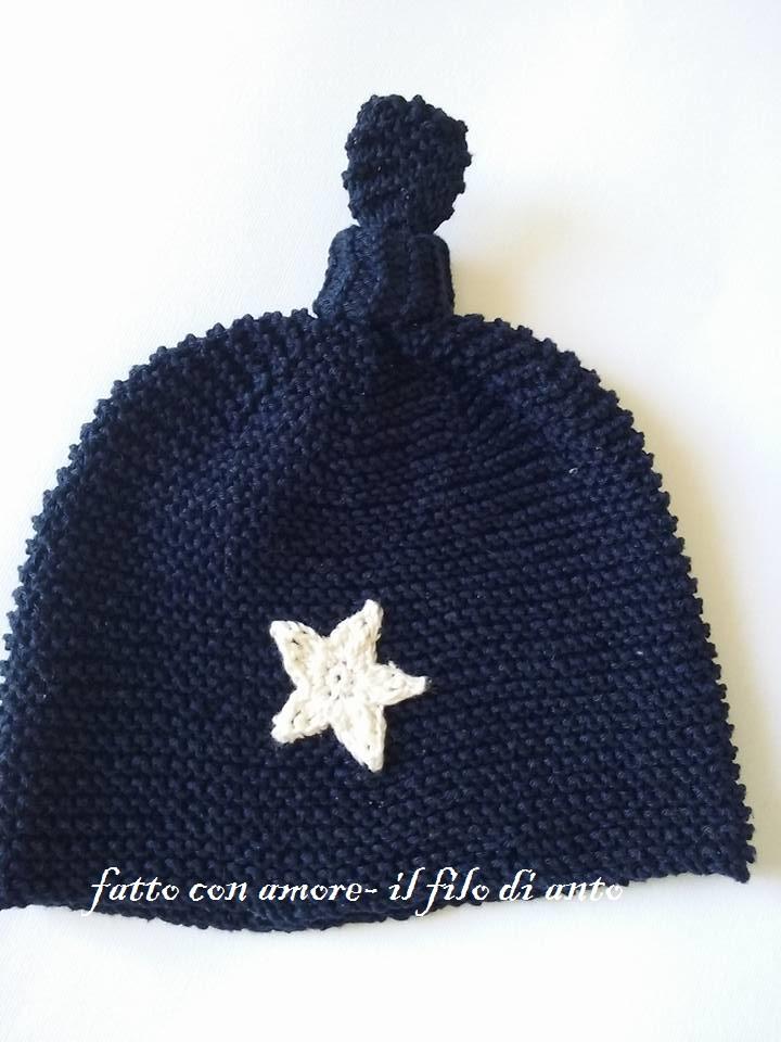 Cappello bambino in blu lavorato a maglia
