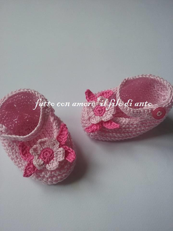 Scarpine rosa con fiore e foglioline