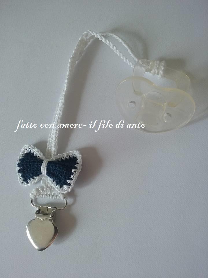 Catenella porta ciuccio bianca con fiocco blu