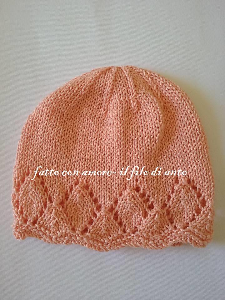 Cappello bambina in rosa pesca con motivo a rombi a fori