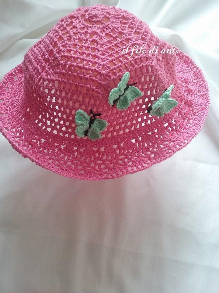 Cappello bambina fucsia in cotone con farfalline