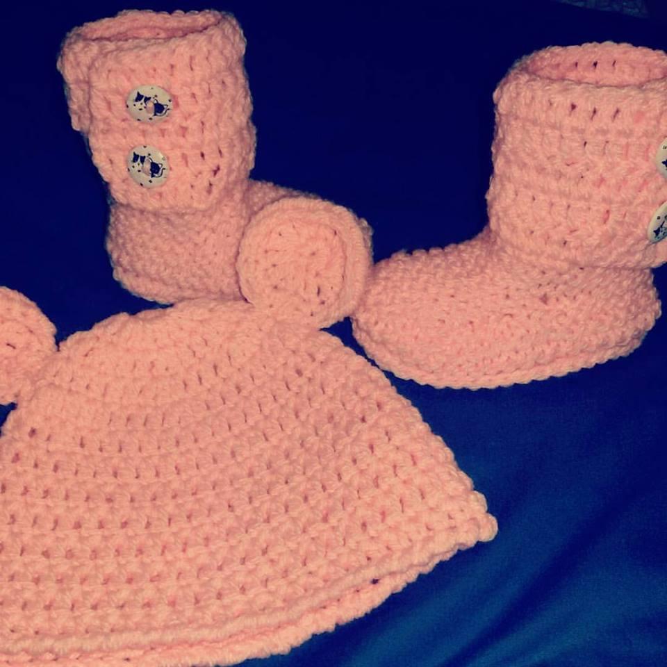 Cappellino e scarpette bebè stivaletti UGG  NEONATO rosa